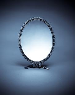 手鏡の写真の写真素材 [FYI00497480]