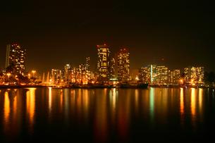 ハワイ ワイキキの夜景の写真素材 [FYI00497490]