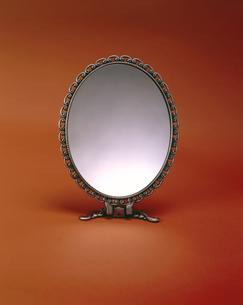 手鏡の写真の写真素材 [FYI00497501]