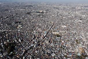東京上空よりヘリで空撮した東京の街並みの写真素材 [FYI00497518]
