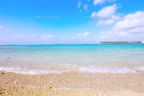 グアム島 タモン湾のビーチ パステル調の写真素材 [FYI00497527]