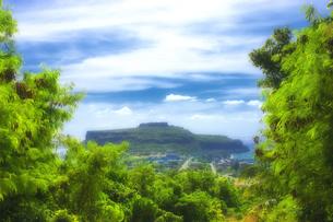 マリアナ諸島 ロタ島の高台から、チョコレートマウンテンを望むの素材 [FYI00497529]