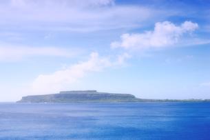 マリアナ諸島 ロタ島の高台から、チョコレートマウンテンを望むの素材 [FYI00497530]