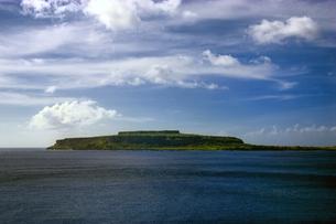 マリアナ諸島 ロタ島の高台から、チョコレートマウンテンを望むの素材 [FYI00497531]