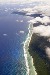 グアム島 空撮より、グアムのビーチを望むの素材 [FYI00497535]