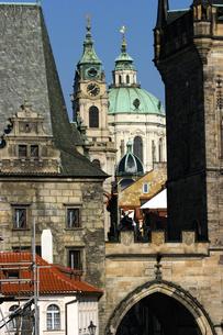 チェコ共和国 プラハの町並みとプラハ城の写真素材 [FYI00497561]
