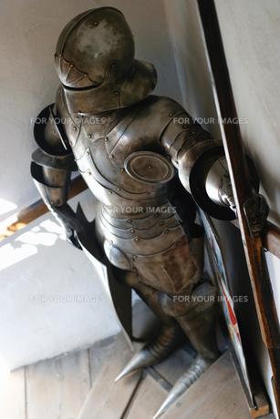 チェコ共和国 プラハの塔の中にある、鎧兜の写真素材 [FYI00497580]