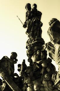 チェコ共和国プラハの街の彫刻の写真素材 [FYI00497586]