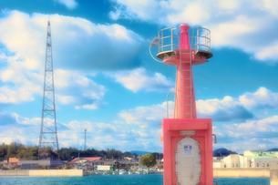 瀬戸内海の港にある灯台の素材 [FYI00497629]