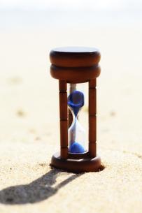 ビーチと砂時計の写真素材 [FYI00497643]