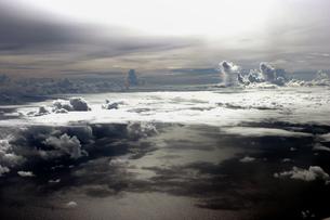 飛行機機内より望む太平洋の写真素材 [FYI00497654]
