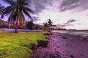 グアム島の夕暮れの海岸の写真素材 [FYI00497660]