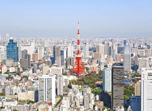 東京の街の空撮 東京タワー上空の写真素材 [FYI00497698]