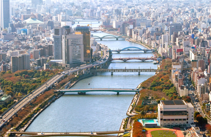 東京の街の空撮 浅草上空付近の写真素材 [FYI00497701]