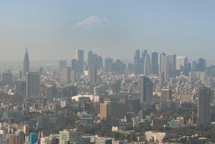 東京の街の空撮 新宿副都心と富士山を望むの写真素材 [FYI00497702]