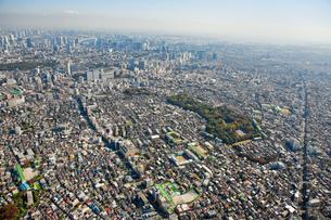 東京の街の空撮 目黒区上空より品川、お台場、麻布方面を望む空撮の写真素材 [FYI00497703]