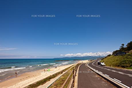 真夏の日本海沿岸 ドライブコースの写真素材 [FYI00497721]