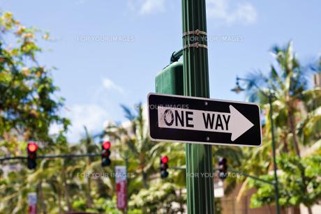 アメリカの標識 ONE WAYの写真素材 [FYI00497724]