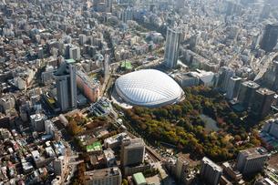 東京上空からみた東京ドーム周辺の写真素材 [FYI00497787]