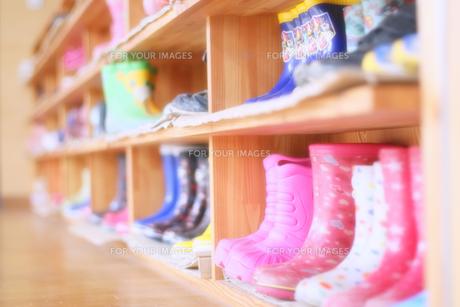 長靴と下駄箱の写真素材 [FYI00497891]