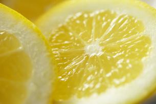 レモンの輪切りのアップの写真素材 [FYI00497932]