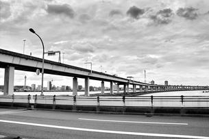 葛西橋から望む高速道路と空の写真素材 [FYI00497979]