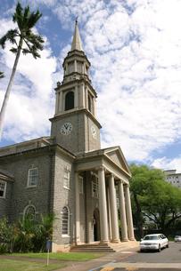 ハワイオアフ島、セントラルユニオン教会と青空の写真素材 [FYI00498036]