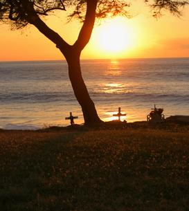 ハワイオアフ島、マカハ地区の日没の様子の写真素材 [FYI00498090]