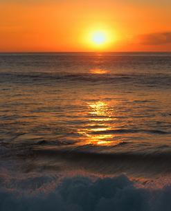 ハワイオアフ島、マカハ地区の日没の様子の写真素材 [FYI00498098]