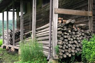 家屋の材木置き場の素材 [FYI00498124]