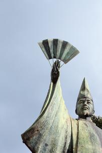 平清盛 日招きの銅像の写真素材 [FYI00498218]