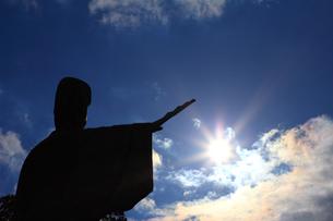 平清盛 日招きの銅像の写真素材 [FYI00498229]