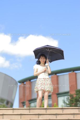 日傘をさす女性の素材 [FYI00498241]