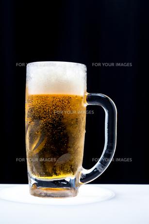 冷えたビールジョッキと生ビールの素材 [FYI00498596]