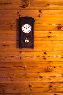 古い掛け時計の写真素材 [FYI00498609]