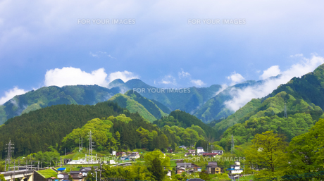 日本の田舎 雨上がりの素材 [FYI00498658]