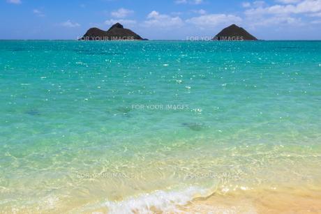 青い海と青い空と白い雲 ラニカイビーチの素材 [FYI00499047]
