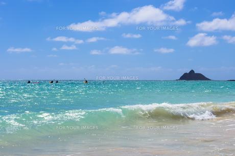 青い海と青い空と白い雲 カイルアビーチの素材 [FYI00499048]