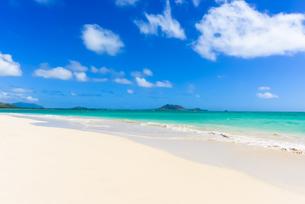 青い海と青い空と白い雲 カイルアビーチの素材 [FYI00499050]