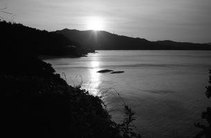 海岸線、モノクロ1の写真素材 [FYI00499150]