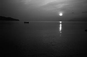 朝日、モノクロ1の写真素材 [FYI00499152]