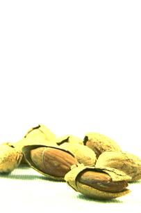 殻付きアーモンドの写真素材 [FYI00542138]
