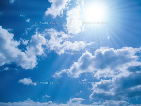 青空と太陽の写真素材 [FYI00542163]