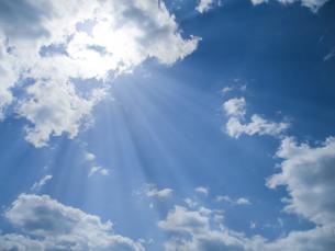 青空と太陽の写真素材 [FYI00542169]