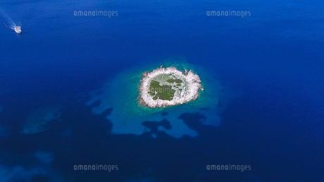 ザキントス島の無人な島02の写真素材 [FYI00542587]