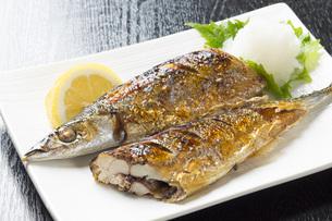 秋刀魚の塩焼きの写真素材 [FYI00542842]