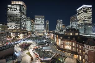 東京駅丸の内夜景の写真素材 [FYI00543355]