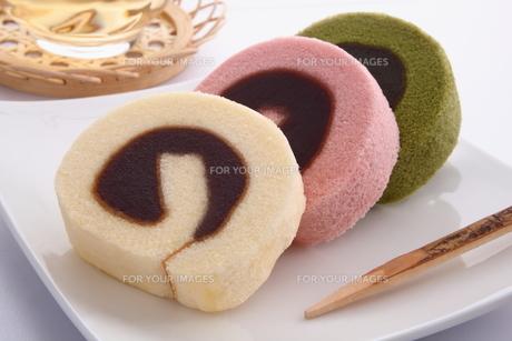 タルト 和菓子 四国銘菓 餡入りロールケーキ の写真素材 [FYI00543621]