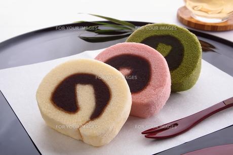 タルト 和菓子 四国銘菓 餡入りロールケーキ の写真素材 [FYI00543622]