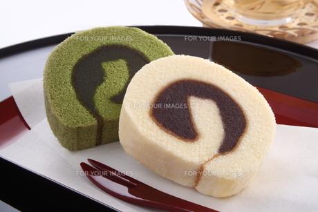 餡入りロールケーキ タルト 和菓子 四国銘菓の写真素材 [FYI00543623]